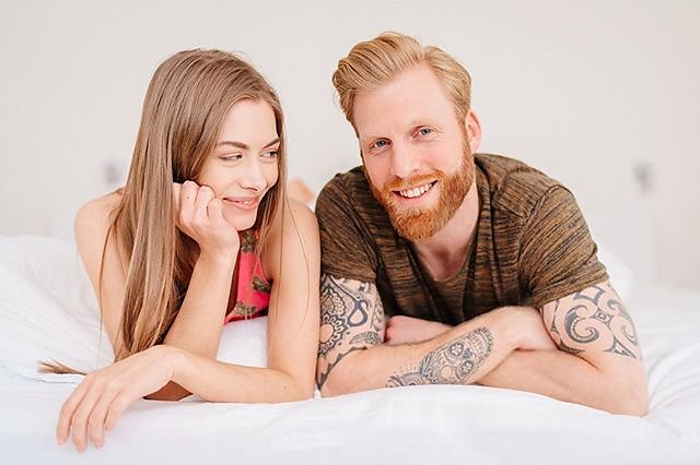 Bedtime with @mirjalisannholsten and @henrik_wessel #menschfotograf #professionalphotographer #sedcardshooting #compcard #couplelove #bedtimestory #gingerbeard #smilingcouple #authenticlife #advertisement #brunettegirl #tattooboy #sexygirlz #campaigns #lo